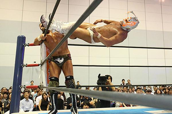 "NJPW: ""Best of the Super Jr. 26"" Día 13 Shingo Takagi 1er finalista 5"